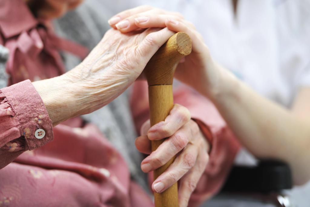 المسنون في لبنان فئة ضعيفة سئمت الإنتظار ، كما سئم قانون ضمان الشيخوخة البقاء في الأدراج